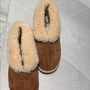 Fold over ugg slippers